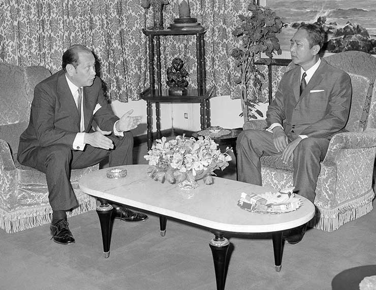 John Gunther Dean, confers with Cambodian President Lon Nol