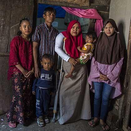 Photo of Rasminah, center, and husband Runata, with four of her children.